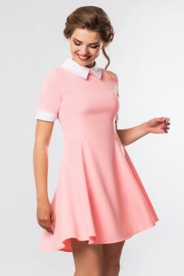 Розовое платье с белым воротником