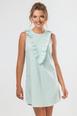 Зеленое платье с рюшами