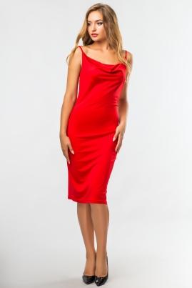 Красное платье со складкой на груди
