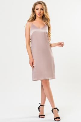 Атласное платье бежевого цвета