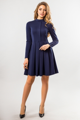 Темно-синее платье со складкой и стойкой