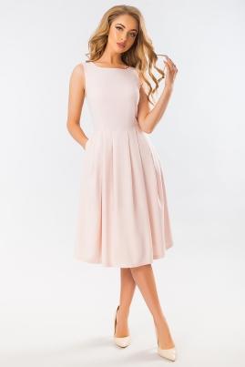 Пудровое платье с угловым рельефом
