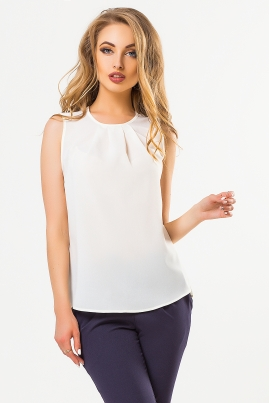 Бежевая блузка со складками