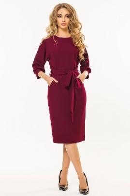 Бордовое платье с поясом и цельнокроеным рукавом