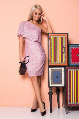 Пудровое платье с гипюром на 1 плечо
