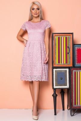 Пудровое платье с гипюром